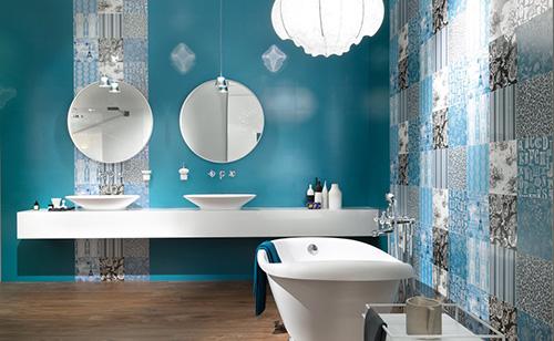 Пять идей для «отражающего» интерьера в ванной